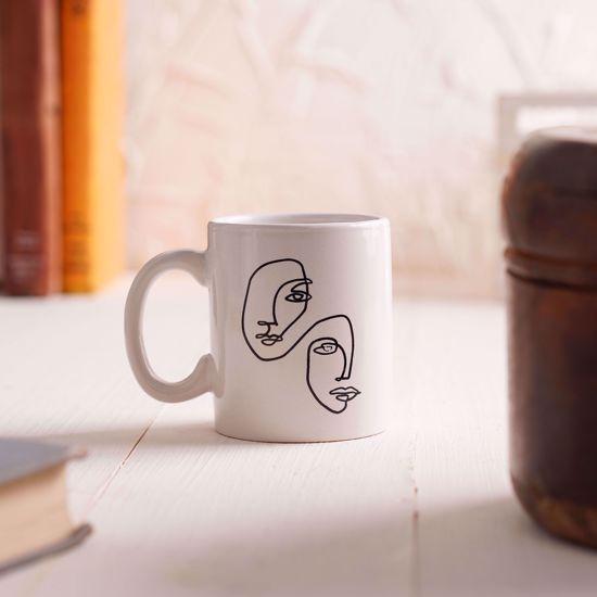 صورة فنجان + قاعدة خشب
